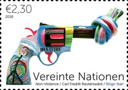 [Definitives - Knotted Gun, Non Violence, Typ AKG]